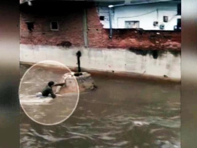 Video : Hyderabad Man Slips Into Open Drain, Dies. His Ordeal Caught On Video