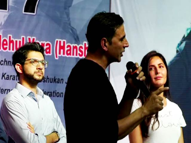 Video : Akshay Kumar, Katrina Kaif & Aditya Thackeray At A Kudo Tournament