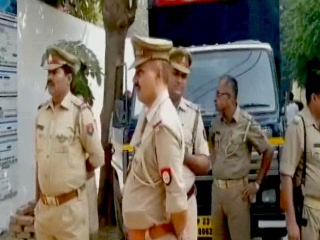 Video : आरुषि-हेमराज हत्याकांड में बरी होने के बाद आज किसी भी वक्त राजेश और नूपुर तलवार की हो सकती है रिहाई