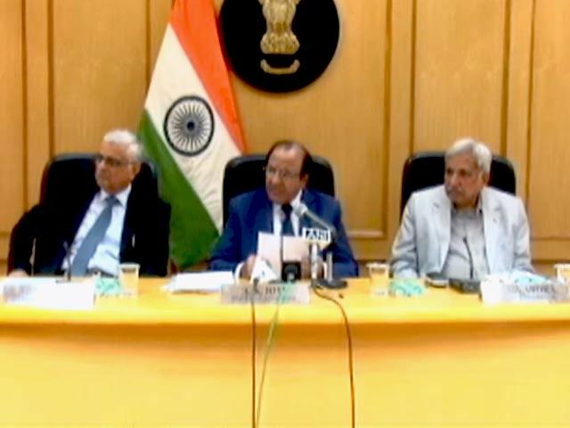 Video : गुजरात चुनाव की तारीखों का ऐलान न करने पर आयोग के विरोध में कांग्रेस का प्रदर्शन