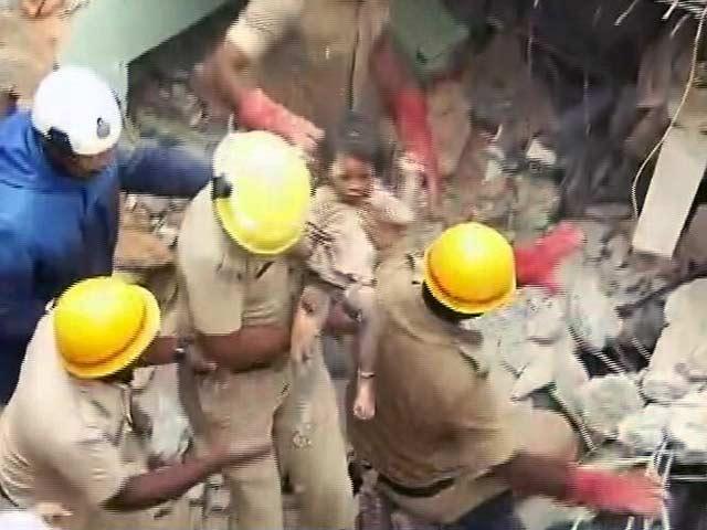 Videos : बेंगलुरु में दो मंजिला इमारत गिरी, 5 की मौत