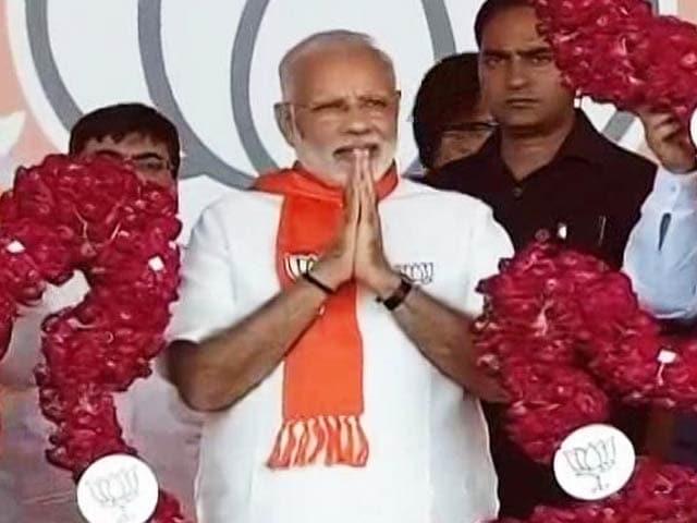 Video : PM Modi Celebrates Diwali With Soldiers In Gurez, Jammu and Kashmir