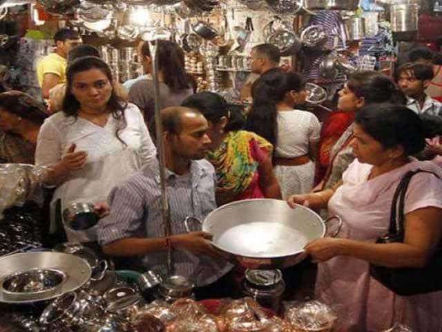Videos : कई बर्तन दुकानदारों ने जीएसटी के 3% का बोझ खुद उठाने का फैसला किया