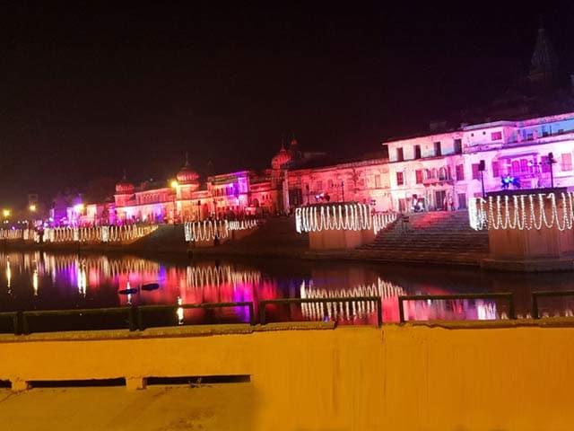 Videos : MoJo: दीयों की रोशनी से नहाया सरयू तट
