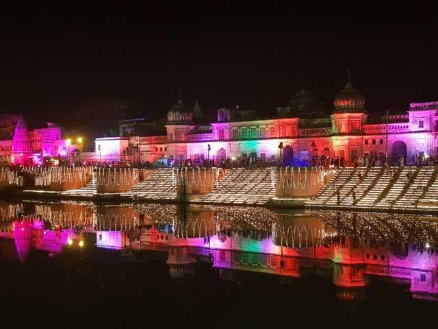 Videos : नेशनल रिपोर्टर: रोशनी से जगमग हुई अयोध्या, सरयू के तट पर जले लाखों दीये