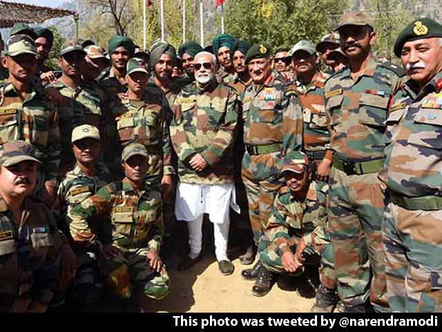 Video : PM Modi Celebrates Diwali With Soldiers - 'His Family' - In Kashmir