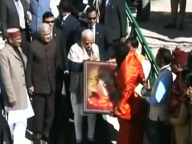Videos : MoJo: केदारनाथ मंदिर पहुंचे पीएम मोदी