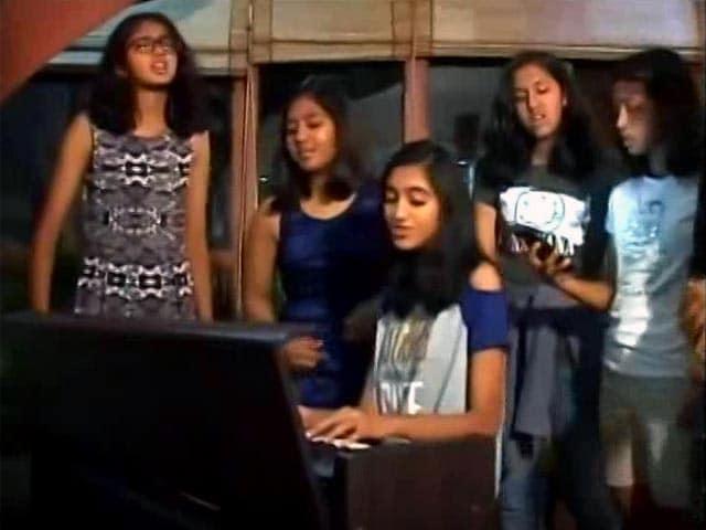 Video : Schoolgirls Compose Professional Music