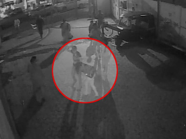 Video : On Video, Man Slapped Mumbai Girl Till She Fainted As Others Looked