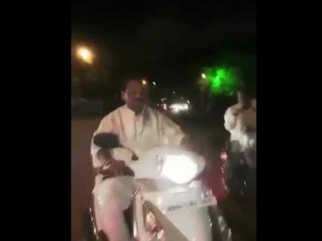 Video : Jharkhand Chief Minister Goes For Diwali Ride, Leaves Helmet At Home