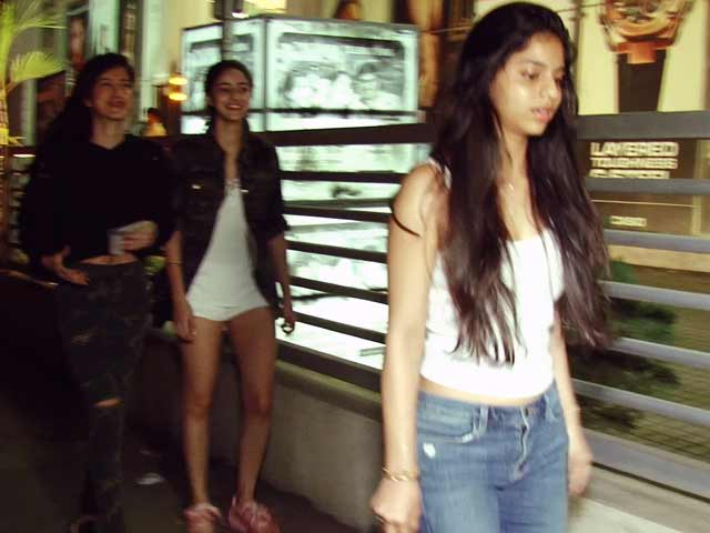 Suhana Khan On Movie Date With Girlfriends