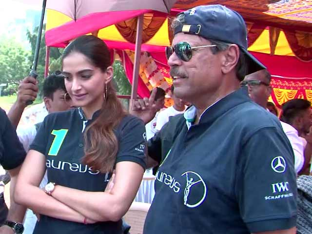 Video : Sonam Kapoor & Kapil Dev Do Their Bit For Charity