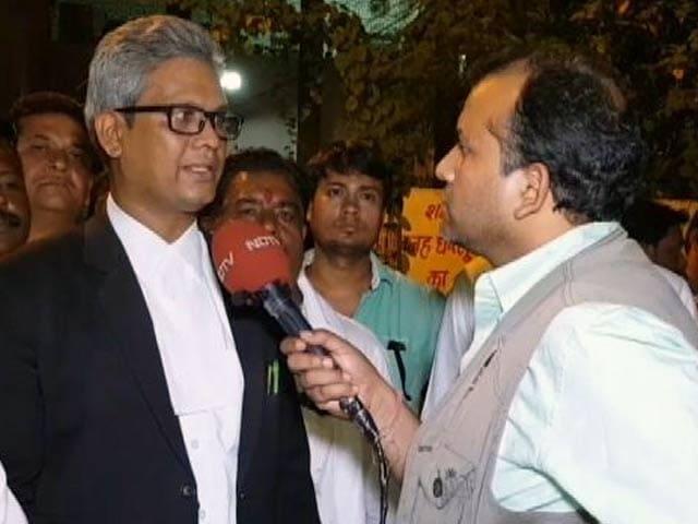 Videos : पत्रकार विनोद वर्मा को कोर्ट ले जाते वक्त बीजेपी कार्यकर्ताओं ने किया हंगामा