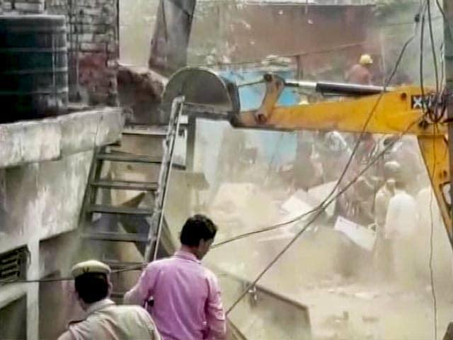 Video : दिल्ली की कठपुतली कॉलोनी में चला बुलडोजर