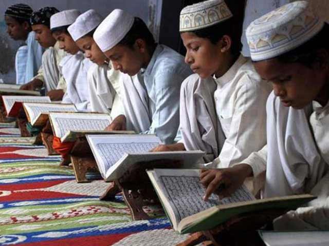 Video : बड़ी खबर: योगी सरकार मदरसों को बनाएगी आधुनिक, पढ़ाई जाएंगी NCERT की किताबें