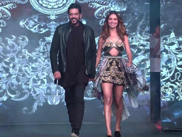 Video : Esha Gupta Walks The Ramp For Rocky S In Goa