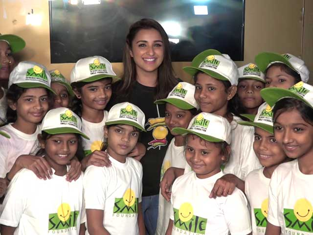 Video : Parineeti Chopra Screens <i>Golmaal Again</i> For NGO Kids