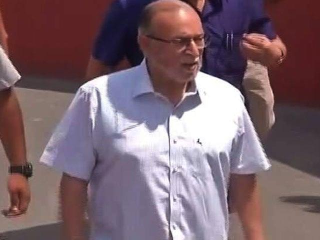 Videos : अधिकारों के मामले में केजरीवाल सरकार को SC से बड़ा झटका