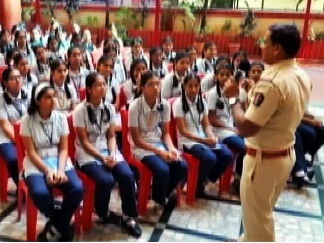 Video : लड़कियों पर यौन शोषण के खिलाफ पालघर पुलिस और जाणीव ट्रस्ट की अनोखी मुहिम