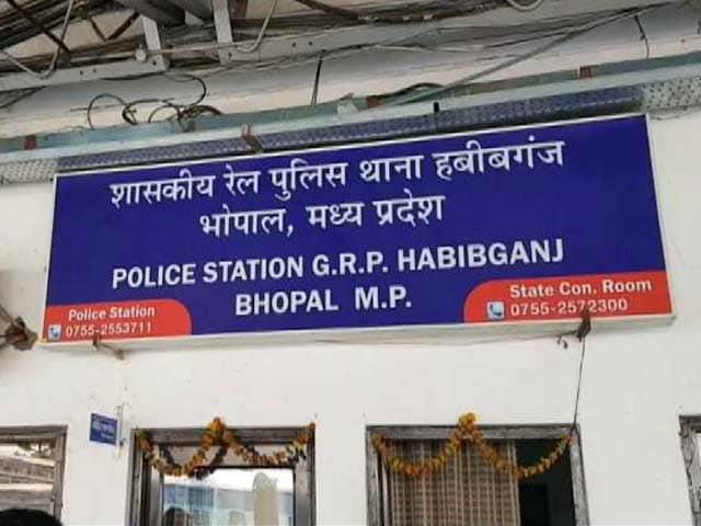 Video : इंडिया 8 बजे : भोपाल में थाने के पास गैंगरेप, 4 आरोपी गिरफ़्तार