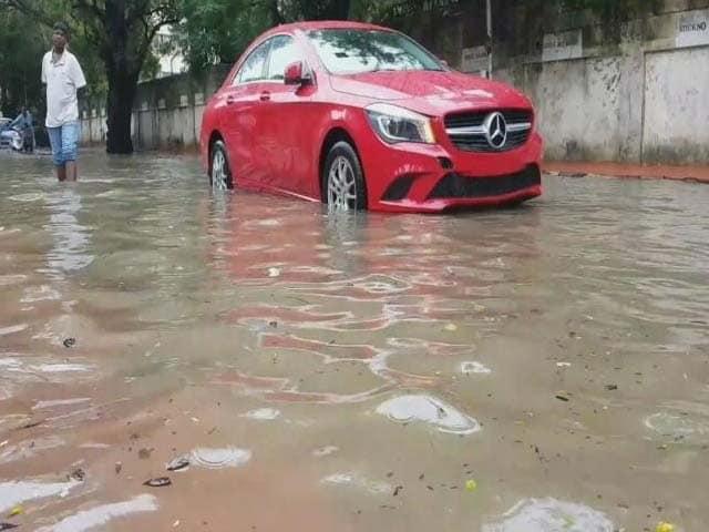 Videos : चेन्नई में लगातार बारिश से हालात खराब