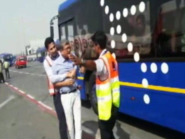 Video : IndiGo Staff Manhandles Passenger At Delhi Airport, Airline Apologises