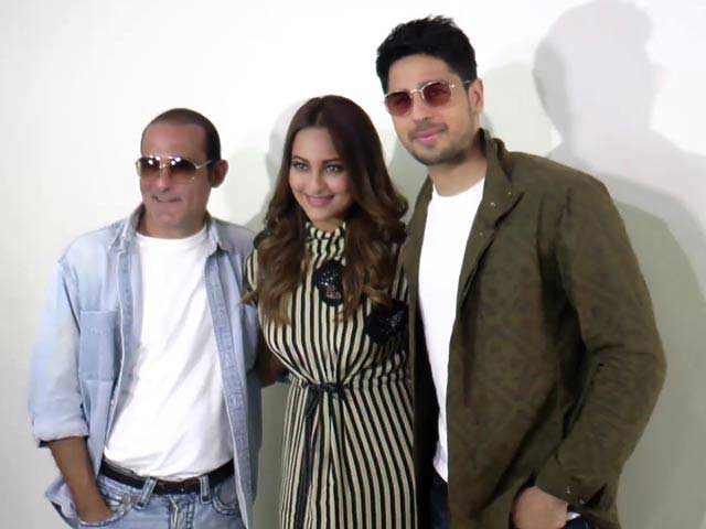 Sonakshi, Sidharth & Akshaye Finally Face The Media To Promote Ittefaq