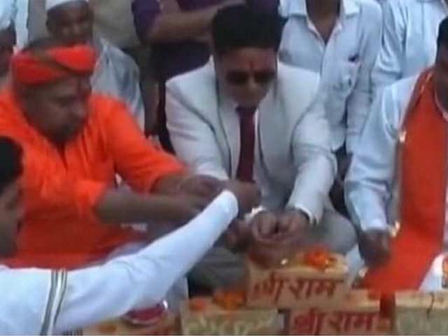 Video : मुस्लिम नेताओं में हिंदु दिखने की लग गई है होड़