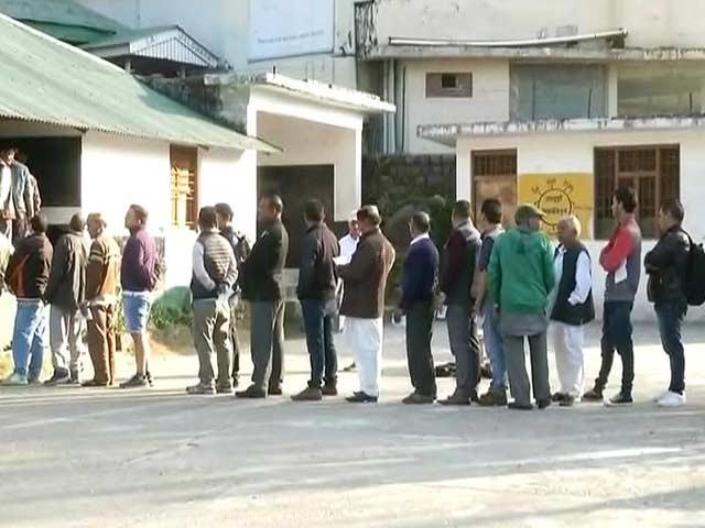 Videos : सुबह 11 बजे तक 13 फीसदी वोटिंग हुई