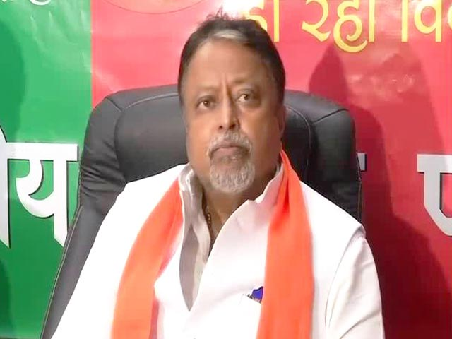 Video : Two IAS Officers Caught In Crossfire As Mukul Roy Aims At Trinamool