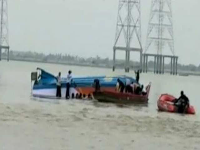 Video : आंध्र प्रदेश : कृष्णा नदी में नाव पलटी, 16 की मौत