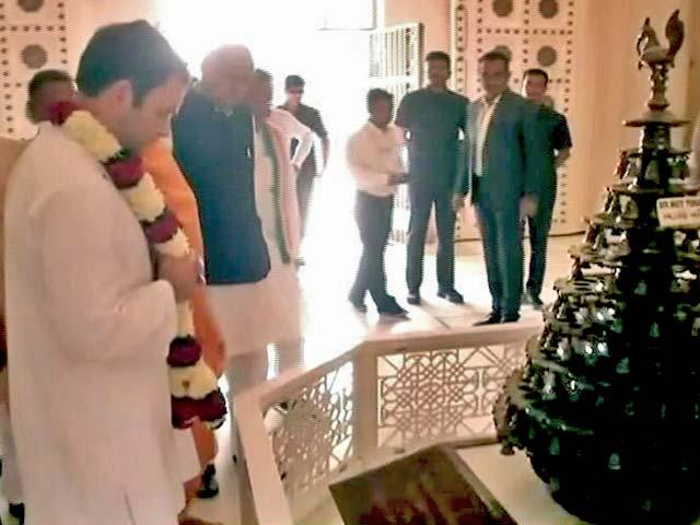 Videos : क्या मंदिरों के दर्शन अब राहुल की राजनीतिक मजबूरी है?