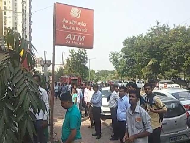 Video : मुंबई में बैंक ऑफ बड़ौदा के लॉकर में फिल्मी स्टाइल में चोरी