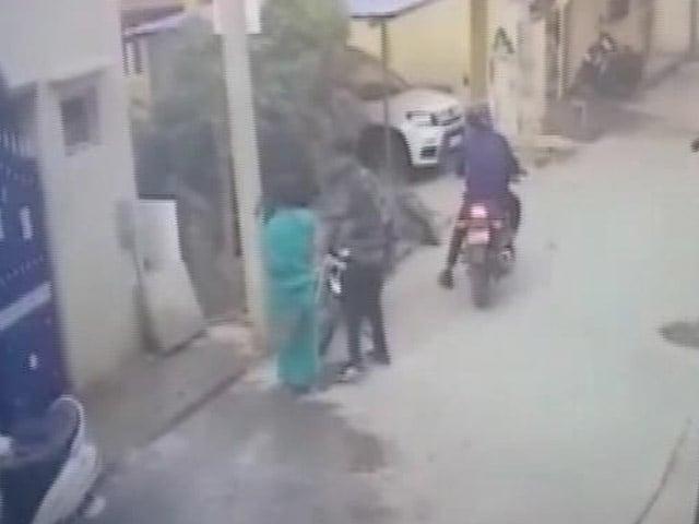 Videos : लूट की घटना को अंजाम देने के लिए फ्लाइट से बेंगलुरू जाते थे बावारिया गैंग के लोग