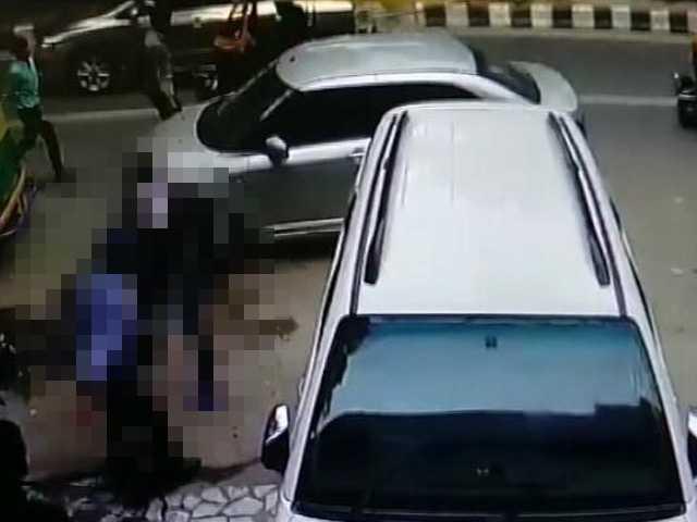 Videos : सीसीटीवी में सामने आई दिल्ली में हुई लूट की तस्वीरें