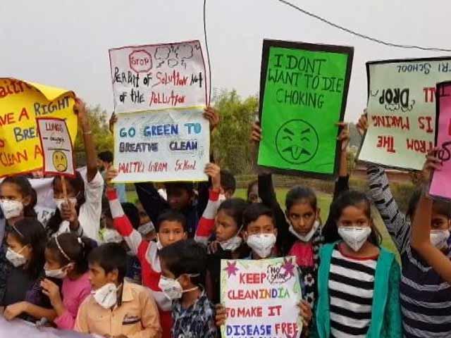 Video : साफ़ हवा में सांस लेने के हक़ की मांग को लेकर सड़क पर उतरे बच्चे