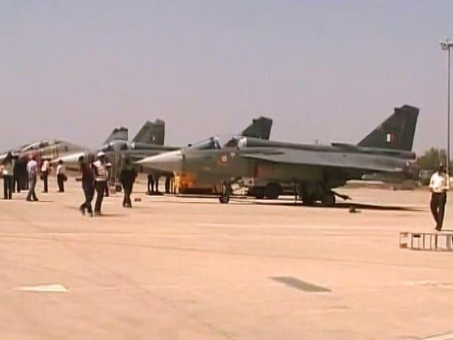 Video : MoJo: सिंगापुर के रक्षा मंत्री ने तेजस में भरी उड़ान