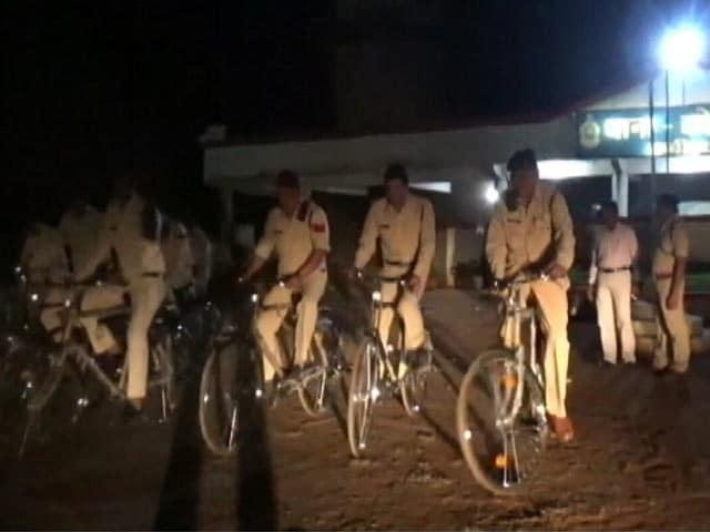 Videos : साइकिल से पुलिस पेट्रोलिंग