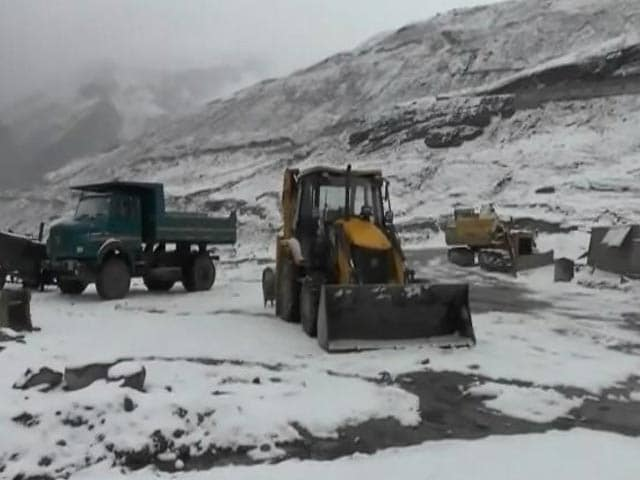 Image result for Alert issued amid heavy snowfall in Kashmir-Himachal