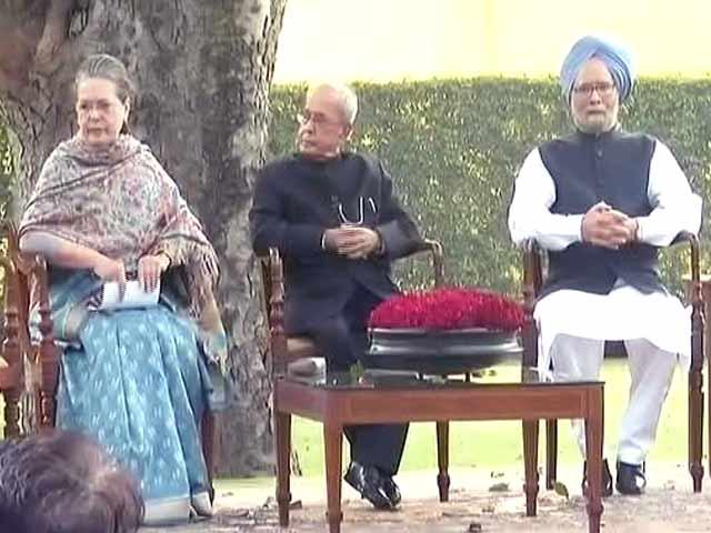Videos : इंदिरा गांधी की 100वीं जयंती पर सोनिया और राहुल गांधी ने दी श्रद्धांजलि