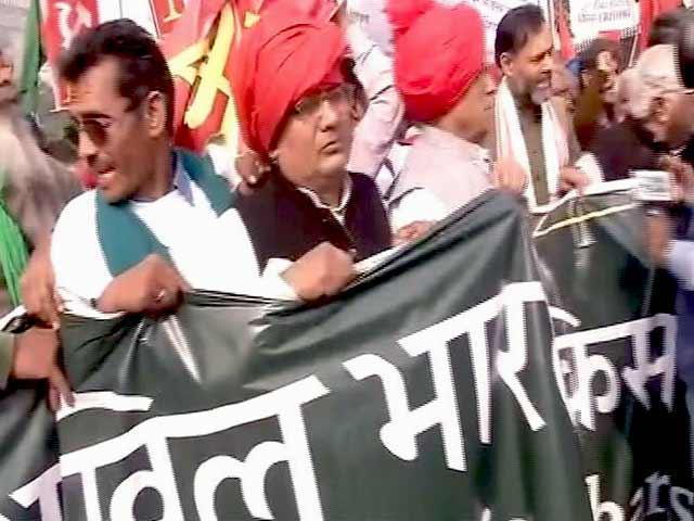 Video : रामलीला मैदान से संसद मार्ग तक किसानों का विरोध मार्च