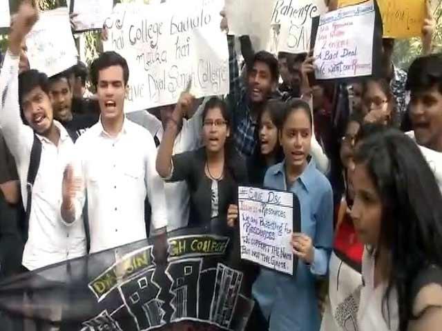 Video : दयाल सिंह इवनिंग कॉलेज का नाम बदलने पर विवाद