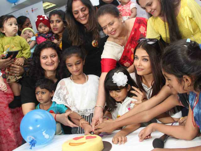 Video : Video: Aishwarya To Paparazzi At A Charity Event, 'It's Not A Premiere!'