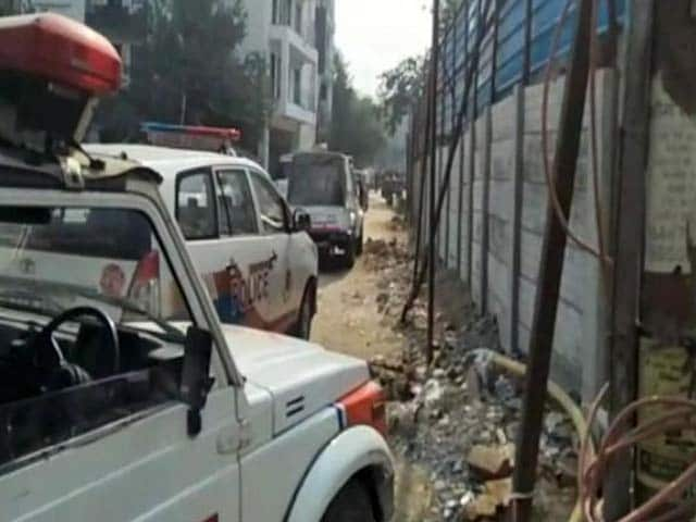 Video : द्वारका में मुठभेड़, पकड़े गए 4-5 बदमाश