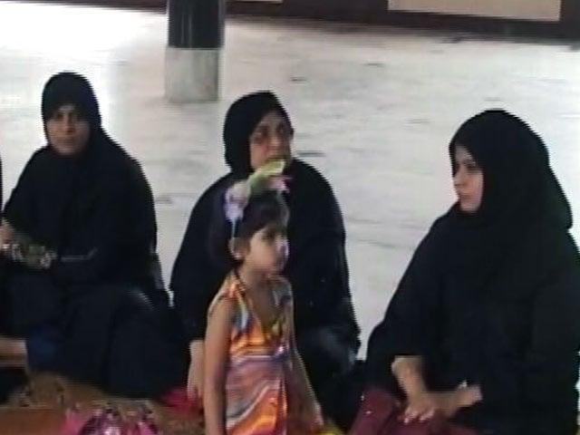 Video : इंडिया 8 बजे : ग़ैरक़ानूनी होगा तीन तलाक़!