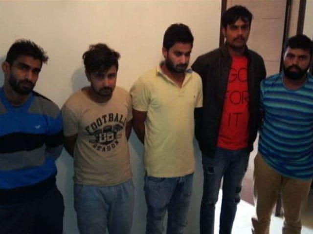 Videos : MoJo: दिल्ली में सरेआम मुठभेड़, 5 बदमाश दबोचे गए