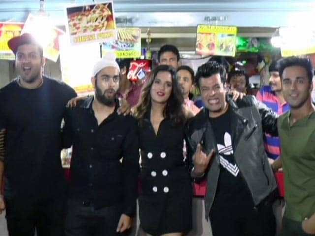 Video : Team <i>Fukrey Returns</i> At Their Favourite Mumbai Hangout