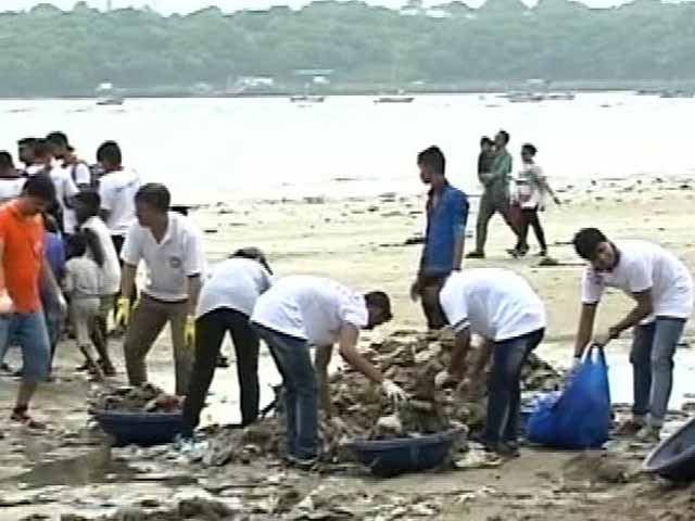 Video : Don't Stop, Says Aditya Thackeray To Man Ending Mumbai Beach Clean-Up