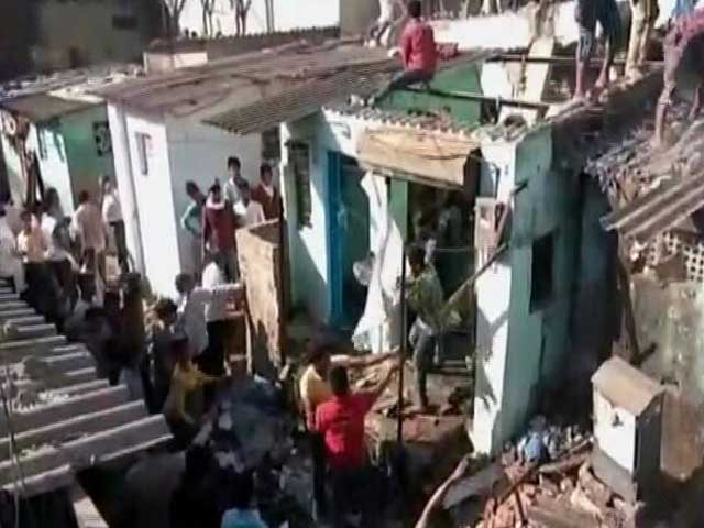 Video : मुंबई: भिवंडी में गिरी 3 मंजिला इमारत