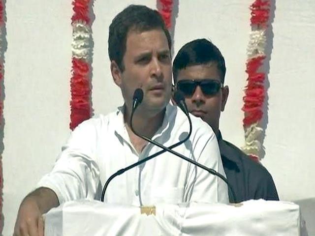Video : राहुल गांधी का मिशन गुजरात, जय राम देव कह किया लोगों का अभिवादन